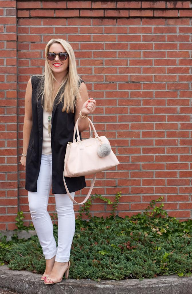 Sleeveless blazer & White denim on www.pearlsandtwirls.net