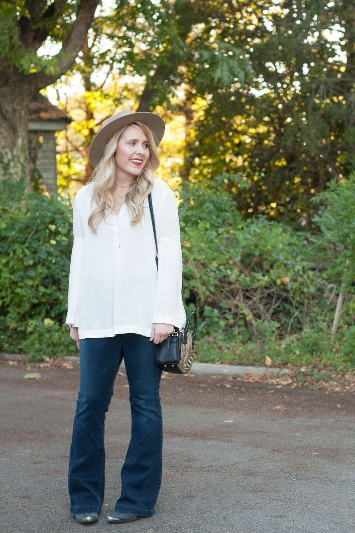 easy-outfit-with-flare-jeans-6