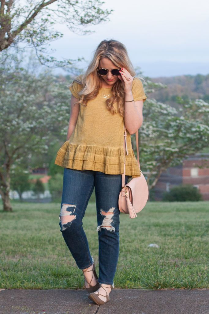 Cute Jeans And Tee Outfit