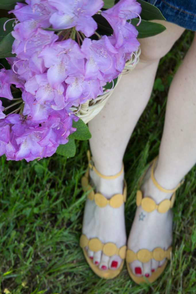 How To Wear Yellow Sandals